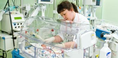 171 мальчик и 142 девочки родились в первый месяц лета в Краевом центре охраны материнства и детства