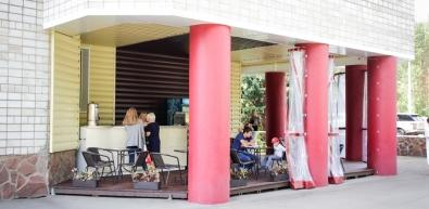 На территории Центра открылся новый буфет на свежем воздухе
