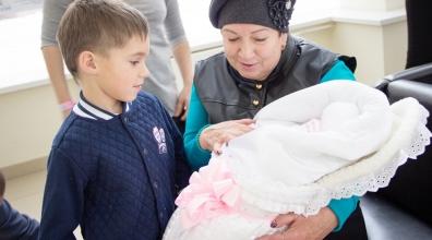 150 мальчиков и 154 девочки родились в июле в Краевом центре охраны материнства и детства