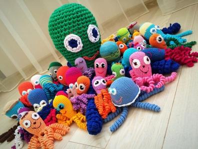 Прошло вручение игрушек-осьмоножек для недоношенных детей  перинатального центра