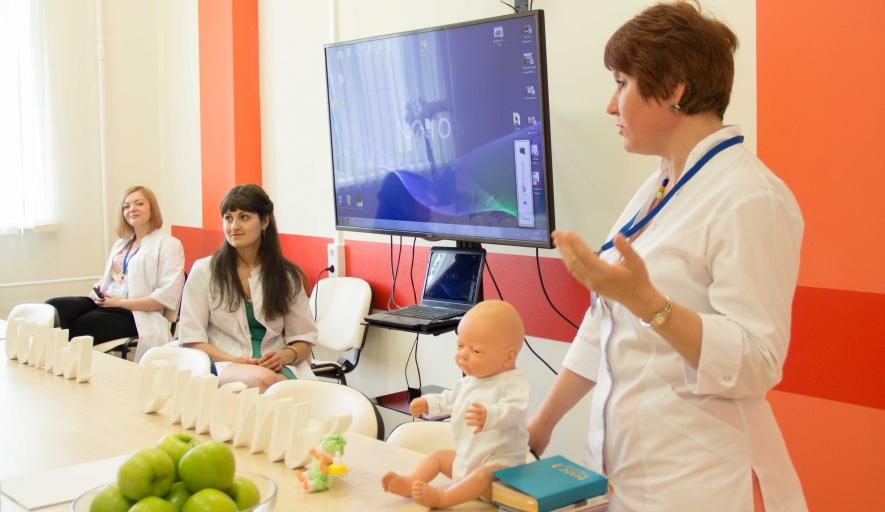 Специалисты Краевого центра  охраны материнства и детства презентовали экспресс-курс для будущих мам