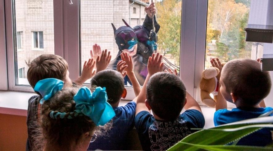 В Красноярском краевом клиническом центре охраны материнства и детства состоялась акция «Мы чистим мир»